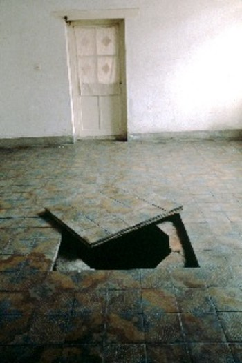 The Sky of Brooklyn — Digging a Hole in Beijing (Exhibition View)