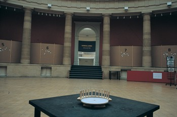 Semicircle Hall Turntable, exhibition view of 'Rendez (-) Vous'