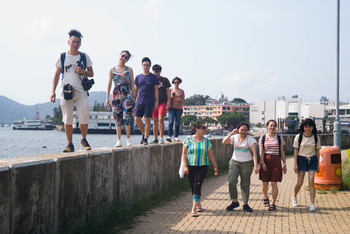 Image: AAA Youth Group, PageNEXT, participating in a retreat with Photographer Cheung Chi-wai at Minim in Peng Chau, 2018.