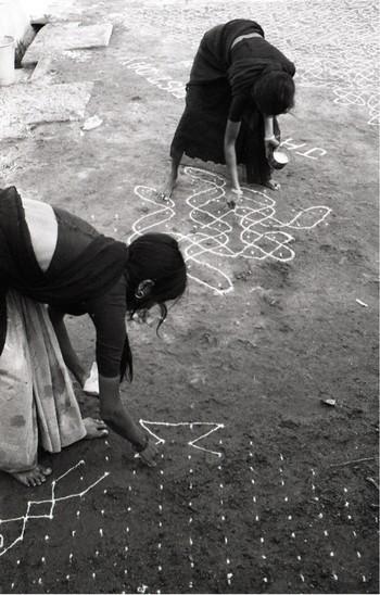 Image: Jyoti Bhatt, Muggulu (Floor Painting), Warangal, Andhra Pradesh, photograph, 1982-1983. Jyoti Bhatt Archive, AAA Collections.
