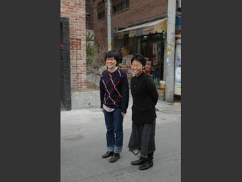Beck Ji-sook and Cho Ji-young outside Insa