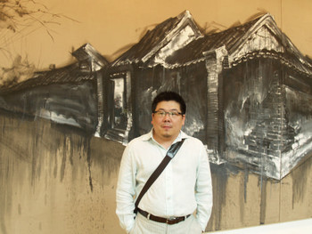 Lu Hao in front of his work