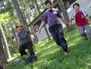 Performance by Koji Oike (Japan) (in middle) at Iizuna Height, Nagano
