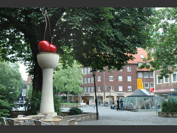 Cherry, 1997 (right); Model for a Museum2007(left), Thomas Schutte.