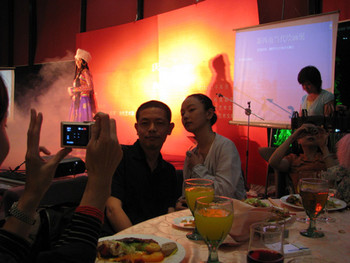 Artists Chen Shaoxiong and Chen Qiulin pose during a stellar dance performance at dinner.
