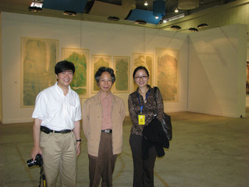 (L–R) Shen Kuiyi, Lu Fusheng and Pan Qing with Lu Fusheng's work.