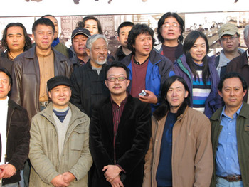TS1 Opening Ceremony: Museum Director Liang Kegang (center) with Li Xianting and artists from Qingda