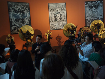 Taiwanese artist Yang Mao-Lin talking to viewers about his latest series Temple of the sublime – Made in Taiwan