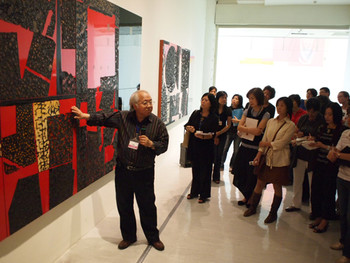 Artist Lee Shi-Chi giving a tour on his painting Rising Wind Surging Water 0914, 2009, mixed media, 112.5x45cm
