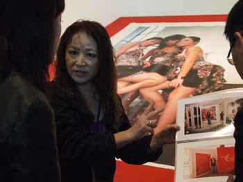 Artist Hitomi Toyama speaking with the media about her Guinness World Records book