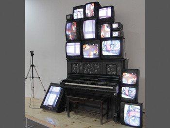 Nam June Paik, TV Piano, 1998, video installation