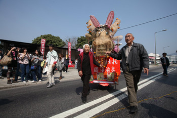 Image: Village elders lead procession to kick off Choi Yuen Tsuen Arts Festival on 5 February 2011 with a dragon created by artist Luke Ching. Photo: Tse Pak Chai.
