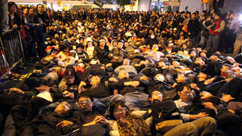 Post-80s Youth anti-XRL protesters outside Hong Kong Legislative Council in January 2010. Photo by Benson Tsang