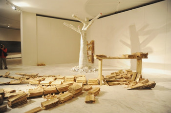 The thematic exhibition. 'New Media with Traditional Thought', curated by Dong Xiaoming, Yan Shanchun, and Chen Jun at the main gallery of Guan Shanyue Art Museum.  Installation view of Qiu Zhijie, Two Trees, Installation, bark, and books