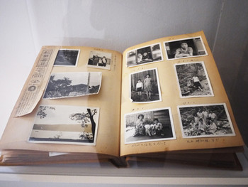 Kaneko Mari's Photo Album, the artist carries on a fictive dialogue in an unfamiliar language with the photo album that amateur<br/> photographer, Mr. Kaneko, had left at an elementary school in Sendai.