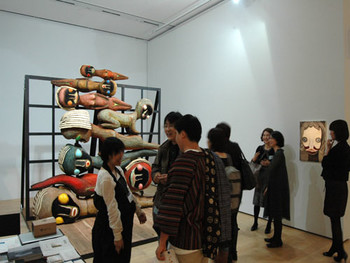 Installation view, ARATANIURANO (Tokyo) showcases Izumi Kato's sculpture and paintings at G-tokyo