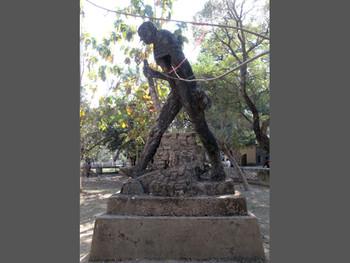 Ramkinkar Baij, Gandhi, cement cast and laterite pebbles
