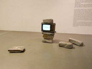 Hyunki Park, TV & Stone, 1982, monitor, stone