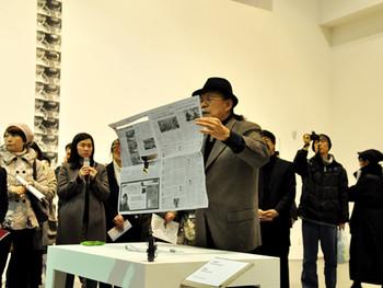 Neungkyung Sung, reenacting his Newspaper Reading performance. Photo courtesy Gyeonggi MoMA.
