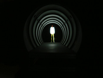 Taejin Yook, Tube, 2003, monitor, DVD, aluminum tube, vibration device, stereo