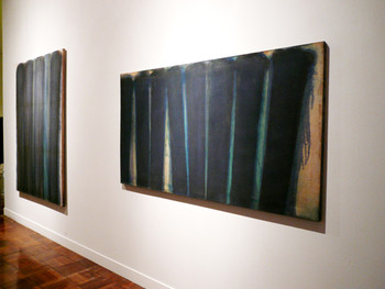 Left and right: Hyungkeun Yun, Umber-Blue, 1973, oil on canvas