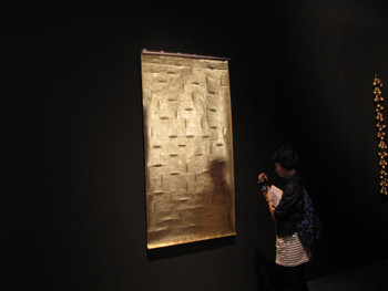 Zarina Hashmi, Blinding Light, 2010, Okawara paper cut and gilded with 22-carat gold leaf at the Indian Pavilion