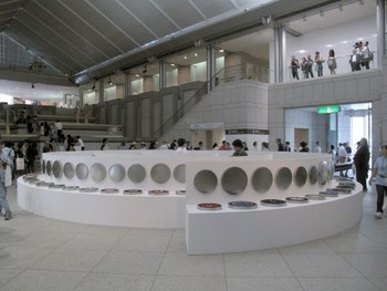 Yin Xiuzhen, One Sentence, 2011, used clothes, stainless steel, exhibition view, main entrance hall, Yokohama Museum of Art