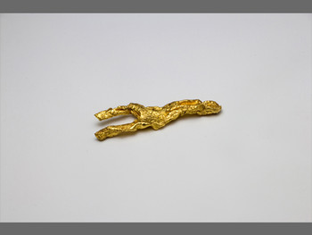 Wang Sishun, The wrong body#2, 2011, gold, 5.7 × 4.6 cm