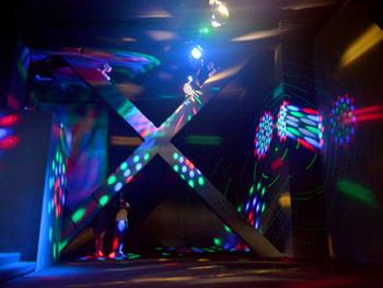 Wilfredo Prieto, Mute, 2006, discotheque flash