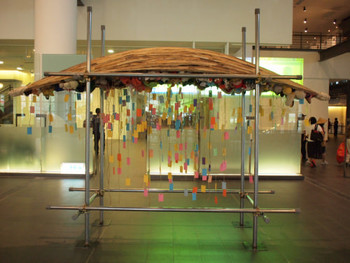 Alfredo & Isabel Aquilizan, Passage III, 2011, recycled materials, dimensions variable
