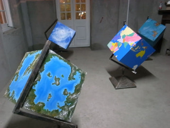 Qiu Anxiong, Cubic Globe, 2010, installation (wood), 120 x 60 x 60 cm.