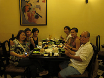 (clockwise from L-R) Dinner gathering with Susanna Chung, Jaffa Lam, Tiffany Chung, Linda Lee, Zoe Butt, and Dinh Le