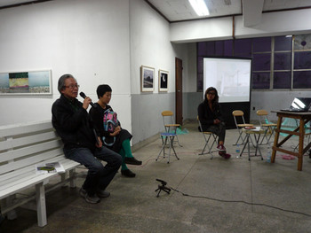 Lee Kung-yong giving a speech to the public, artist Cho Eun-ji (middle) and curator Kim Hee-jin (right)