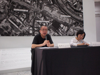 Artist Chen Chieh-Jen criticising TFAM during the press conference of his own retrospective 'On the Empire's Borders'