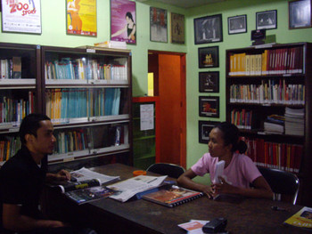 The library of Teater Garasi, with, left: Tovic Dwi Raharjo, IVAA Librarian; right: Lusia Nefi Cahyani, who takes care of the library collection.