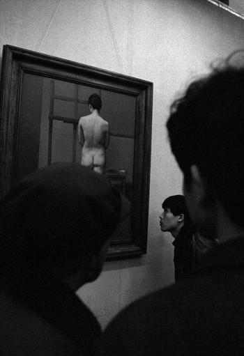 圖片:<i>《裸體藝術展》</>,上海美術館,1988年。影像提供:龔建華