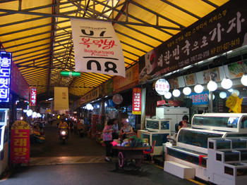 The view of Daein traditional market where Bokdukbang project was undertaken.