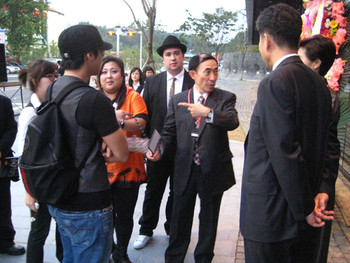Middle: Paik's nephew, Ken Paik Hakuda, the copyright legal heir of Paik's works.