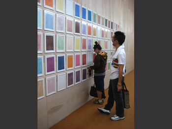 MeeNa Park (left) and art critic Geun-jun Lim (right) before Park's work,