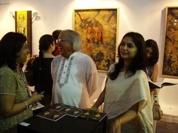 Chairman of Lalit Kala Akademi, Ashok Vajpeyi (centre)