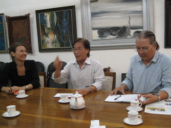 Meeting with Uyen Huy, Chair of the Ho Chi Minh Fine Arts Association