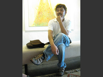 Artist Chin Kang Yee at the Wei-Ling Gallery