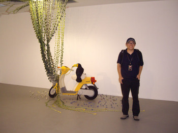 E Chen in front of his sculptural installation, Tro-picana, 2008, woolen yarn and motor.