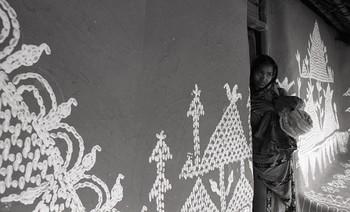 Maan Osha (Wall and Floor Painting), Nagari and Mahidharpur (1987)