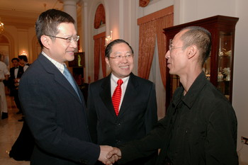 Lee Wen Receiving Cultural Medallion