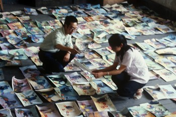 Image: Teachers examining works submitted for admission, Zhejiang Academy of Fine Arts, 1977, photograph, detail. Zheng Shengtian Archive, AAA Collections. Courtesy of Zheng Shengtian.