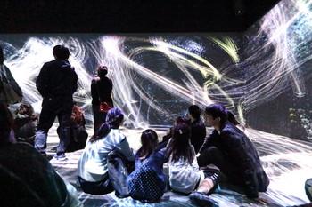 Image: Children's workshop at the exhibition <i>The Universe and Art: Princess Kaguya, Leonardo da Vinci, teamLab</i>, Mori Art Museum, Tokyo, 2016.