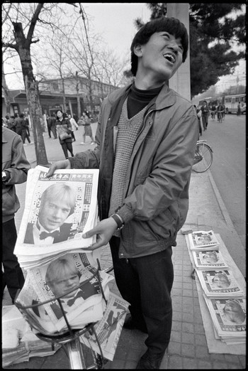 Image: Selling <i>Beijing Youth Daily</i> on the street, 28 Mar 1992. Courtesy of Wang Youshen.