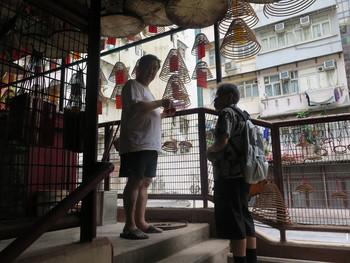 Walk & Draw | Chasing Shadows in Sheung Wan