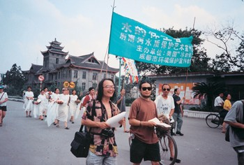 Image: (from left) Zeng Xun, Dai Guangyu, and Liu Chengying in an artist-led protest about environmental issues, August 1995.